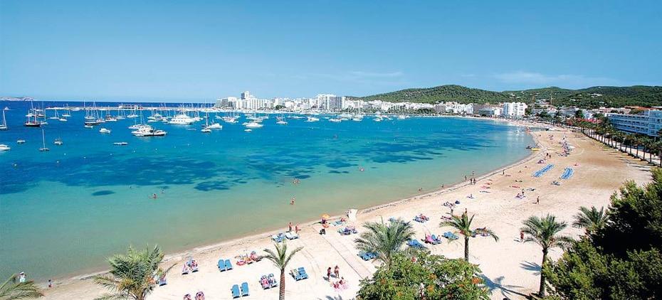 Playa de s 39 arenal spiaggia di san antonio a ibiza for Palma de maiorca dove soggiornare