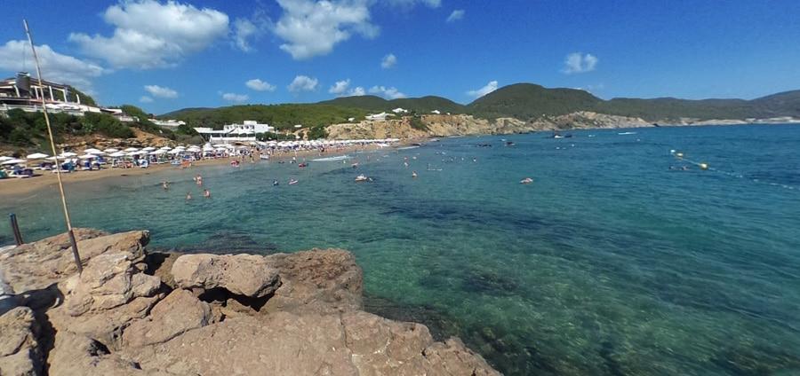 spiaggia es figueral ibiza