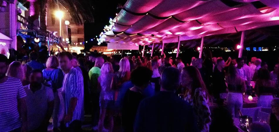 Cafè del Mar di Sant Antonio centro del divertimento notturno