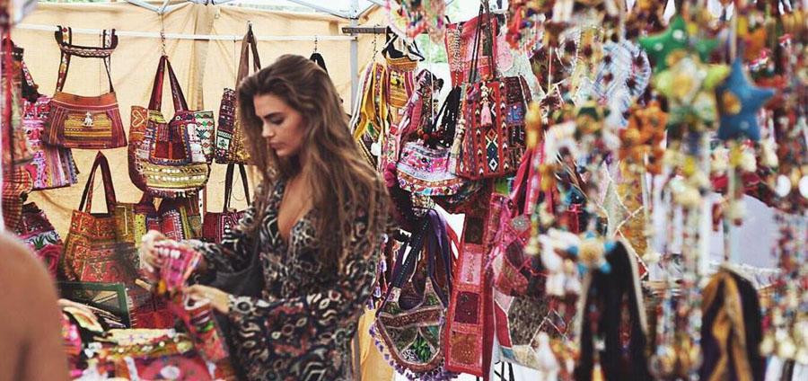 Shopping al mercatino las Dalias di Ibiza