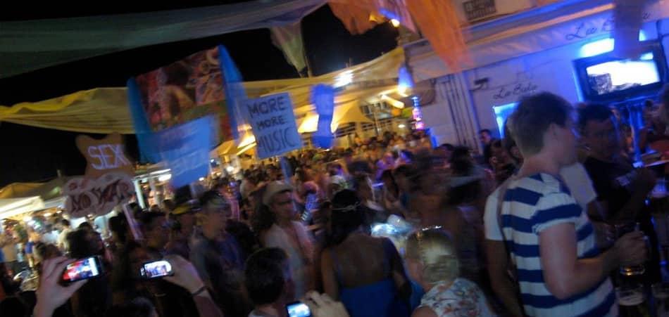 locali al porto di Ibiza